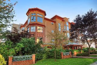 "Photo 1: 402 111 W 5TH Street in North Vancouver: Lower Lonsdale Condo for sale in ""CARMEL PLACE II"" : MLS®# V913153"