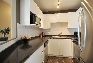 "Photo 6: 402 111 W 5TH Street in North Vancouver: Lower Lonsdale Condo for sale in ""CARMEL PLACE II"" : MLS®# V913153"