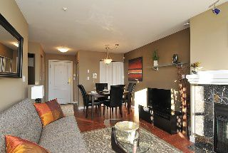 "Photo 3: 402 111 W 5TH Street in North Vancouver: Lower Lonsdale Condo for sale in ""CARMEL PLACE II"" : MLS®# V913153"