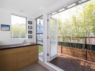 "Photo 14: 854 W 6TH Avenue in Vancouver: Fairview VW Townhouse for sale in ""BOXWOOD GREEN"" (Vancouver West)  : MLS®# R2184606"