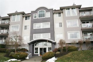 "Photo 1: 305 33599 2ND Avenue in Mission: Mission BC Condo for sale in ""Stave Lake Landing"" : MLS®# R2243401"