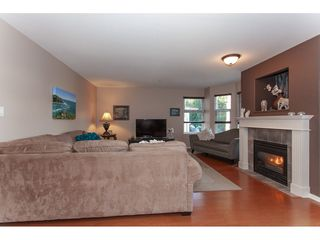 "Photo 3: 10 9036 208 Street in Langley: Walnut Grove Townhouse for sale in ""Hunter's Glen"" : MLS®# R2326258"