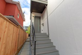 Photo 5: 481 E 16TH Avenue in Vancouver: Mount Pleasant VE House 1/2 Duplex for sale (Vancouver East)  : MLS®# R2354193