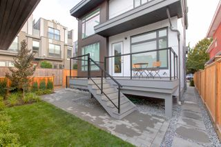 Photo 2: 481 E 16TH Avenue in Vancouver: Mount Pleasant VE House 1/2 Duplex for sale (Vancouver East)  : MLS®# R2354193