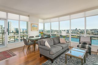 "Photo 1: 1605 1328 MARINASIDE Crescent in Vancouver: Yaletown Condo for sale in ""The Concord"" (Vancouver West)  : MLS®# R2370057"