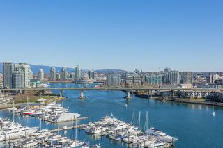 "Photo 15: 1605 1328 MARINASIDE Crescent in Vancouver: Yaletown Condo for sale in ""The Concord"" (Vancouver West)  : MLS®# R2370057"
