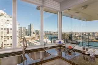 "Photo 5: 1605 1328 MARINASIDE Crescent in Vancouver: Yaletown Condo for sale in ""The Concord"" (Vancouver West)  : MLS®# R2370057"