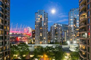 "Photo 3: 809 928 HOMER Street in Vancouver: Yaletown Condo for sale in ""YALETOWN PARK 1"" (Vancouver West)  : MLS®# R2372319"