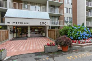 "Photo 10: 401 2004 FULLERTON Avenue in North Vancouver: Pemberton NV Condo for sale in ""Woodcroft Estates"" : MLS®# R2372867"