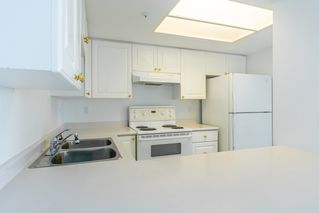 "Photo 11: 904 719 PRINCESS Street in New Westminster: Uptown NW Condo for sale in ""Stirling Place"" : MLS®# R2380335"