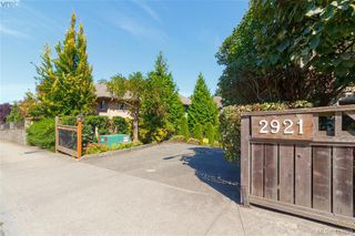 Photo 2: 3 2921 Cook St in VICTORIA: Vi Mayfair Row/Townhouse for sale (Victoria)  : MLS®# 823838