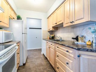 """Photo 10: 119 550 ROYAL Avenue in New Westminster: Downtown NW Condo for sale in """"HARBOURVIEW"""" : MLS®# R2464059"""