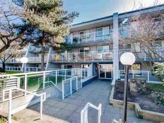 """Photo 1: 119 550 ROYAL Avenue in New Westminster: Downtown NW Condo for sale in """"HARBOURVIEW"""" : MLS®# R2464059"""