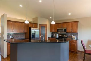 Photo 5: 140 Bridgetown Drive in Winnipeg: Royalwood Residential for sale (2J)  : MLS®# 202016170