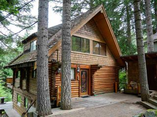 """Main Photo: 8640 LAKEWOOD Court in Whistler: Alpine Meadows House for sale in """"Apine Meadows"""" : MLS®# R2481829"""