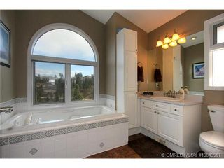 Photo 9: 2249 Lillooet Crescent in Kelowna: Other for sale : MLS®# 10043907