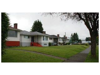 Photo 4: 2449 E 53RD Avenue in Vancouver: Killarney VE House for sale (Vancouver East)  : MLS®# V1047067