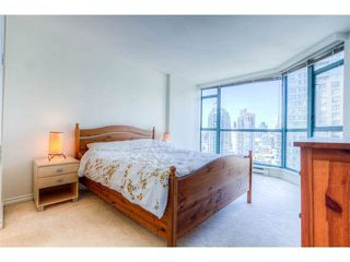 "Photo 3: 2204 888 HAMILTON Street in Vancouver: Yaletown Condo for sale in ""Rosedale Garden Residences"" (Vancouver West)  : MLS®# R2095328"
