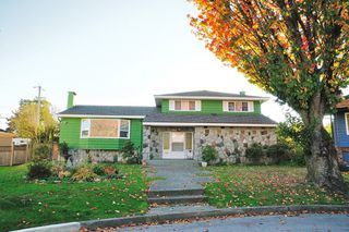 Photo 2: 3708 WAKEFIELD Court in Burnaby: Burnaby Hospital House for sale