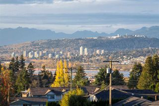 Photo 4: 204 13530 HILTON Road in Surrey: Bolivar Heights Condo for sale (North Surrey)  : MLS®# R2145652