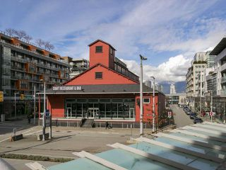 Photo 11: 205 88 W 1ST AVENUE in Vancouver: False Creek Condo for sale (Vancouver West)  : MLS®# R2149977