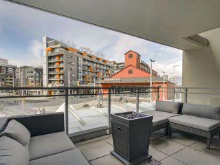 Photo 1: 205 88 W 1ST AVENUE in Vancouver: False Creek Condo for sale (Vancouver West)  : MLS®# R2149977