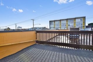 """Photo 15: 9 20229 FRASER Highway in Langley: Langley City Condo for sale in """"Langley Place"""" : MLS®# R2225434"""
