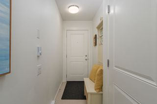 """Photo 3: 83 8476 207A Street in Langley: Willoughby Heights Townhouse for sale in """"YORK BY MOSAIC"""" : MLS®# R2235132"""