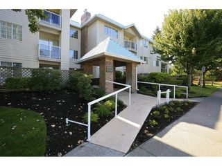 "Photo 27: 304 15338 18 Avenue in White Rock: King George Corridor Condo for sale in ""Parkview Gardens"" (South Surrey White Rock)  : MLS®# R2243887"