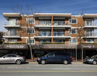 Photo 2: 206 15233 PACIFIC Avenue: White Rock Condo for sale (South Surrey White Rock)  : MLS®# R2251989