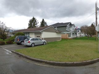 Photo 2: 45737 HENLEY Avenue in Chilliwack: Chilliwack N Yale-Well House for sale : MLS®# R2252155