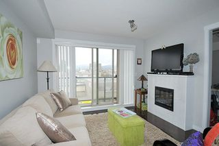 "Photo 3: 408 22318 LOUGHEED Highway in Maple Ridge: West Central Condo for sale in ""223 NORTH"" : MLS®# R2257984"