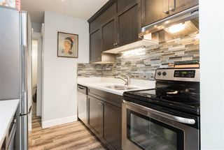 """Photo 3: 52 10545 153 Street in Surrey: Guildford Townhouse for sale in """"Guildford Mews"""" (North Surrey)  : MLS®# R2294818"""