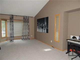 Photo 8: 39 Hamilton Meadows Drive in Winnipeg: Crestview Residential for sale (5H)  : MLS®# 1822749
