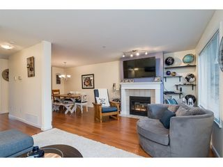 "Photo 4: 2 19948 WILLOUGHBY Way in Langley: Willoughby Heights Townhouse for sale in ""Cranbrook Court"" : MLS®# R2324566"