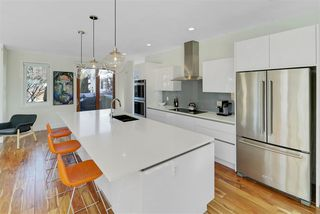 Photo 2: 14204 98 Avenue in Edmonton: Zone 10 House for sale : MLS®# E4146269