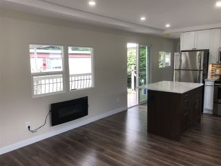 """Photo 2: 27 7790 KING GEORGE Boulevard in Surrey: East Newton Manufactured Home for sale in """"Crispen Bays"""" : MLS®# R2381622"""