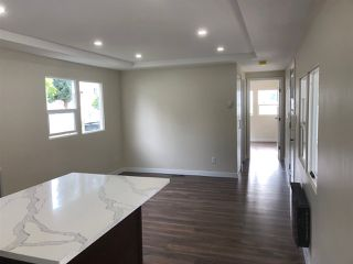 """Photo 4: 27 7790 KING GEORGE Boulevard in Surrey: East Newton Manufactured Home for sale in """"Crispen Bays"""" : MLS®# R2381622"""