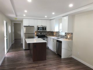 """Photo 3: 27 7790 KING GEORGE Boulevard in Surrey: East Newton Manufactured Home for sale in """"Crispen Bays"""" : MLS®# R2381622"""