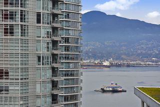 """Main Photo: 1602 1188 W PENDER Street in Vancouver: Coal Harbour Condo for sale in """"THE SAPPHIRE"""" (Vancouver West)  : MLS®# R2423543"""
