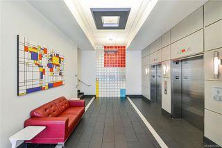 Photo 3: 405 1090 Johnson St in Victoria: Vi Downtown Condo Apartment for sale : MLS®# 841465