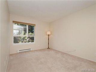 Photo 10: 404 2520 Wark Street in VICTORIA: Vi Hillside Condo Apartment for sale (Victoria)  : MLS®# 346976