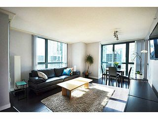 """Photo 3: 1801 1238 MELVILLE Street in Vancouver: Coal Harbour Condo for sale in """"POINT CLAIRE"""" (Vancouver West)  : MLS®# V1108872"""