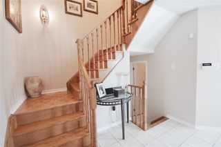 Photo 3: 39 Parkfield Court in Vaughan: West Woodbridge House (2-Storey) for sale