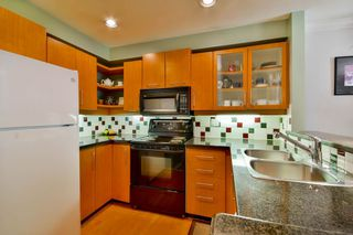 """Photo 5: 7416 MAGNOLIA Terrace in Burnaby: Highgate Townhouse for sale in """"Camarillo"""" (Burnaby South)  : MLS®# R2095565"""