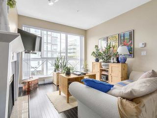 "Photo 3: PH10 511 W 7TH Avenue in Vancouver: Fairview VW Condo for sale in ""BEVERLY GARDENS"" (Vancouver West)  : MLS®# R2156639"