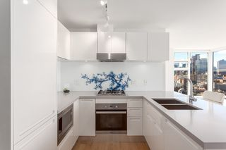 """Photo 5: 1605 188 KEEFER Street in Vancouver: Downtown VW Condo for sale in """"188 KEEFER"""" (Vancouver West)  : MLS®# R2160514"""