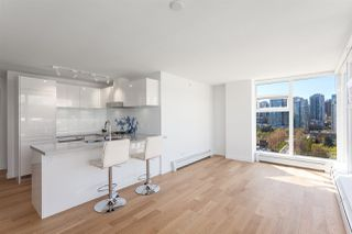 """Photo 2: 1605 188 KEEFER Street in Vancouver: Downtown VW Condo for sale in """"188 KEEFER"""" (Vancouver West)  : MLS®# R2160514"""