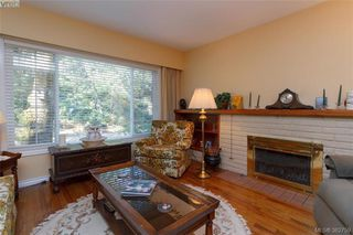 Photo 2: 4141 Tuxedo Dr in VICTORIA: SE High Quadra Single Family Detached for sale (Saanich East)  : MLS®# 769183