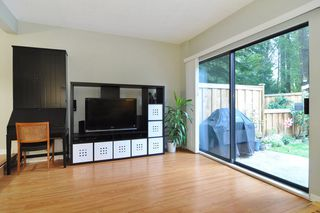 "Photo 3: 22 1141 EAGLERIDGE Drive in Coquitlam: Eagle Ridge CQ Townhouse for sale in ""EAGLERIDGE VILLAS"" : MLS®# R2213891"